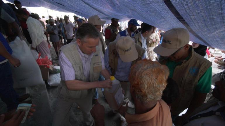 stephen-anderson-in-yemen-food-distribution.jpg