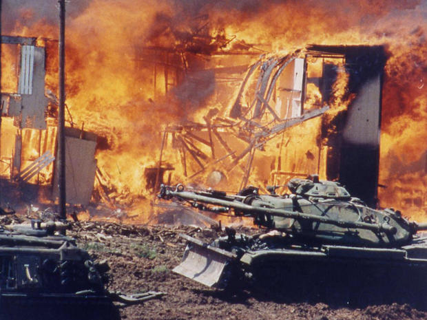 Fire at Waco, Texas Branch Davidian cult compound